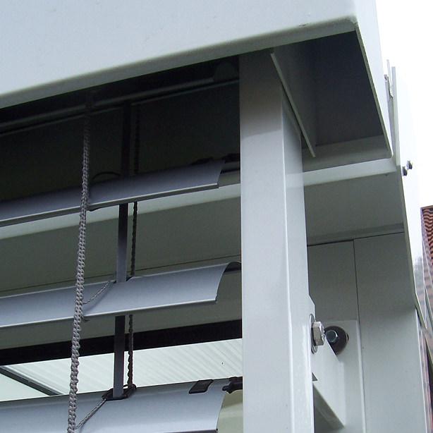 Das Bild zeigt Raffstoren-Jalousien in Nahansicht.