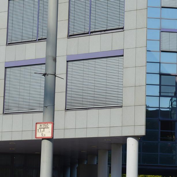 Das Bild zeigt Verbundraffstoren-Jalousien in einer Nahaufnahme.